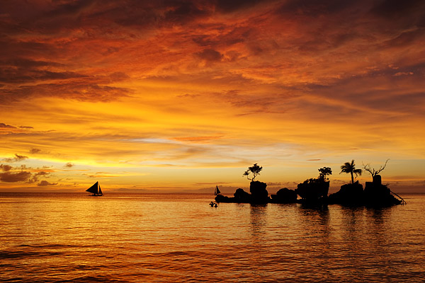 Sunset Boracay Willie's Rock